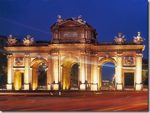 Puerta de Alcalá en París