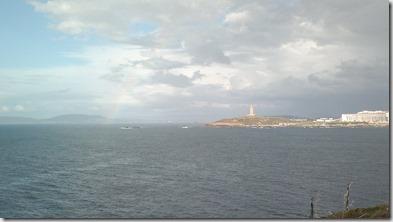 Cielos, torre de Hércules y arco iris