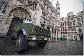 Bruselas, militares en la Gran Place, foto Efe